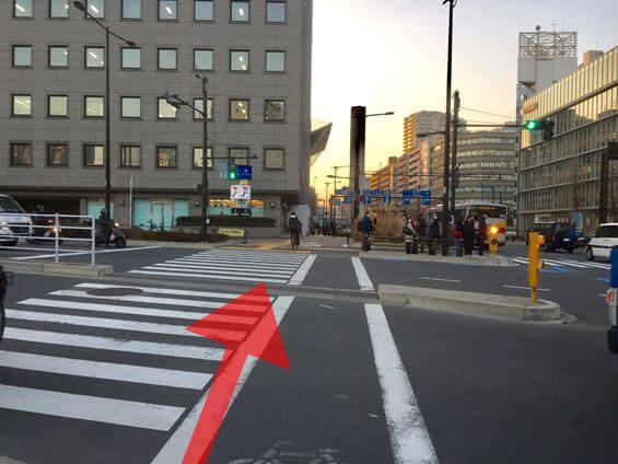 大崎広小路の交差点を渡ります。